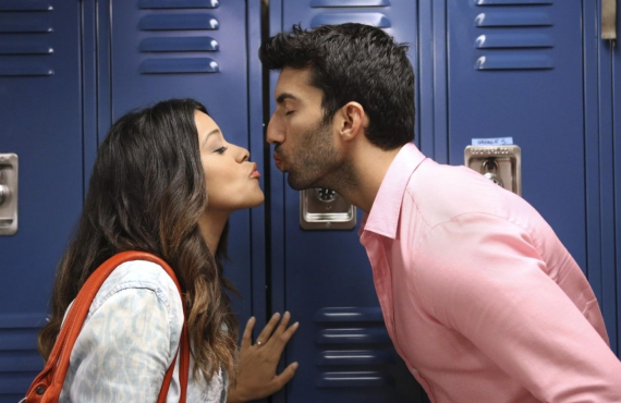 Gina Rodriguez and Justin Louis Baldoni in <i>Jane the Virgin</i> (The CW)
