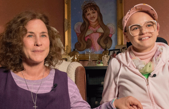 Patricia Arquette and Joey King star in Hulu's The Act
