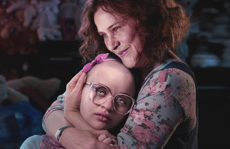 Joey King and Patricia Arquette star in Hulu's The Act