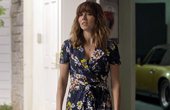 Linda Cardellini in Dead to Me (Netflix)
