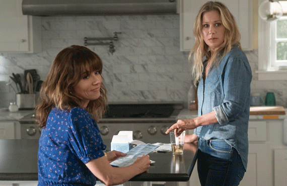 Linda Cardellini and Christina Applegate star in Dead to Me (Netflix)