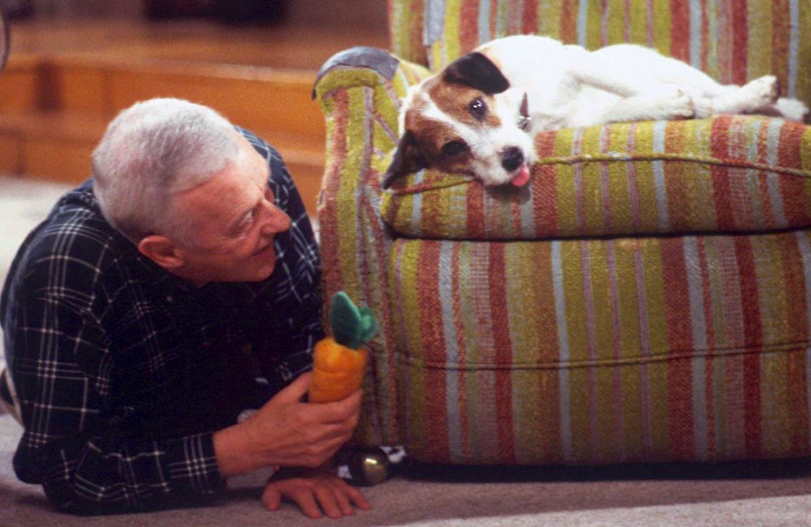 """John Mahoney and Moose the Dog in """"Death and the Dog"""" (Photo: NBC)"""