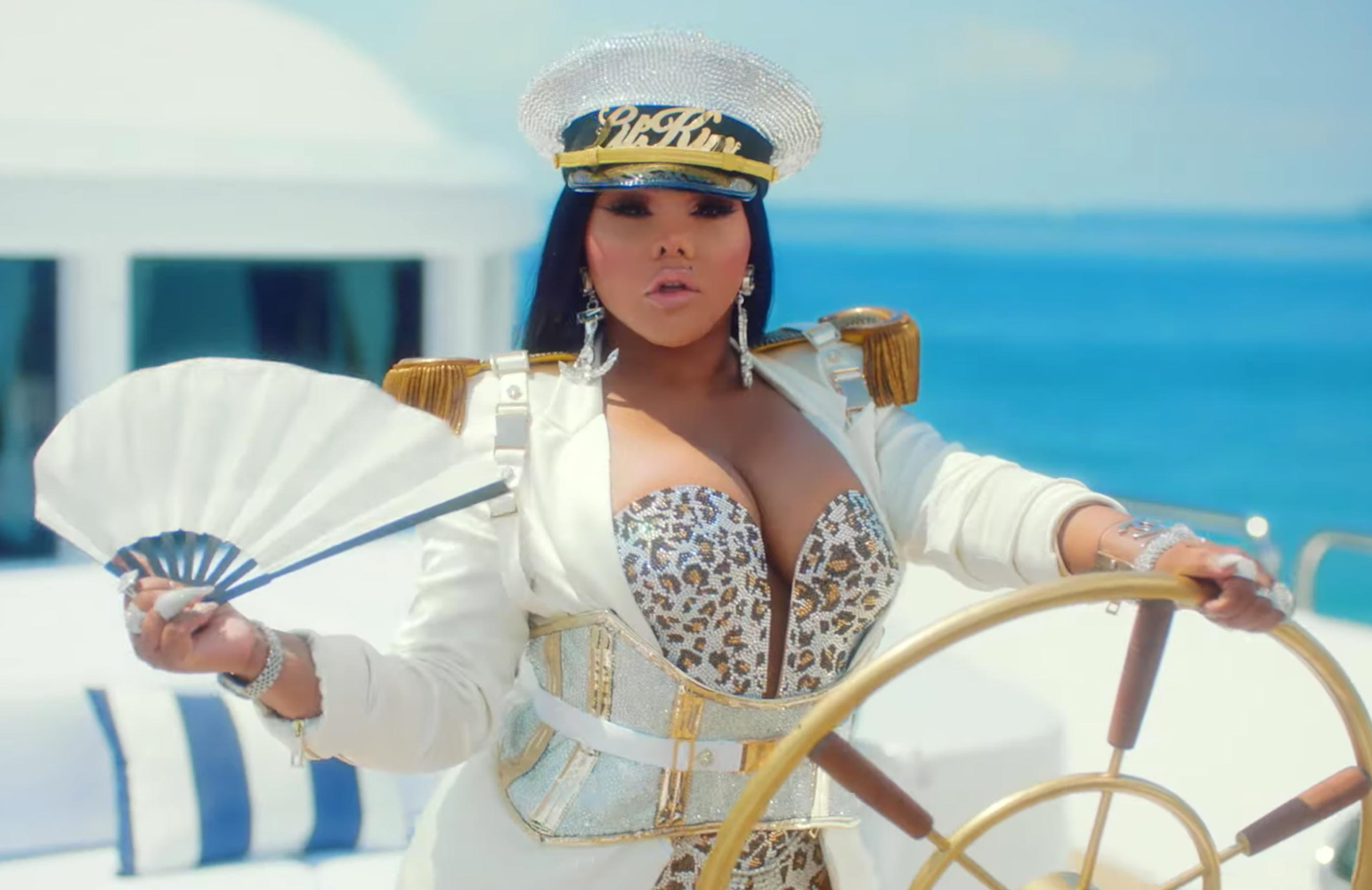 Lil' Kim sets a course for adventure in Girls Cruise (VH1)