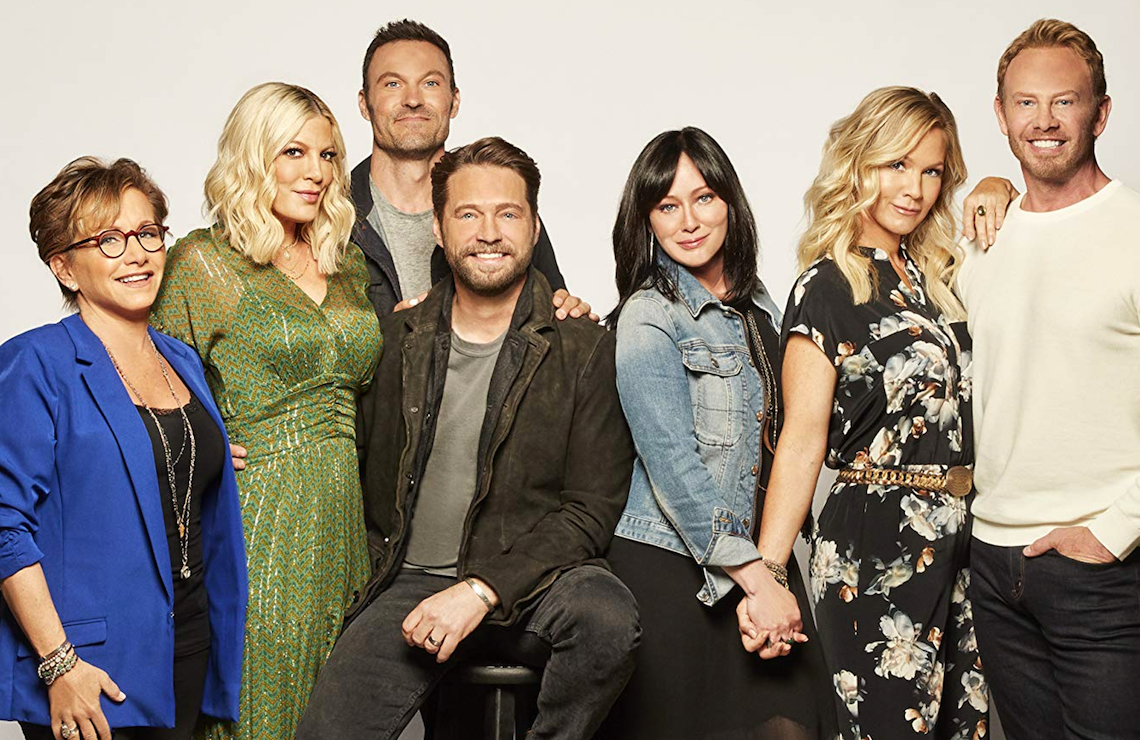 Gabrielle Carteris, Tori Spelling, Brian Austin Green, Jason Priestley, Shannen Doherty, Jennie Garth, and Ian Ziering in BH90210 (Photo: Brian Bowen Smith/FOX)