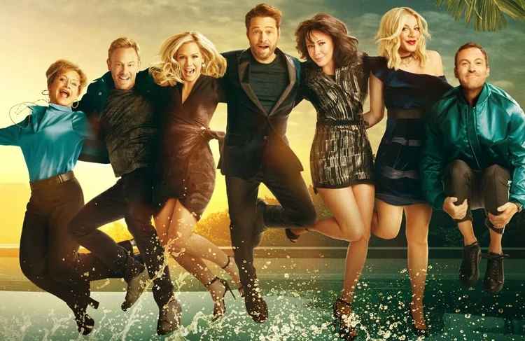 Gabrielle Carteris, Ian Ziering, Jennie Garth, Jason Priestley, Shannen Doherty, Tori Spelling, and Brian Austin Green in a promotional photo for BH90210 (FOX)