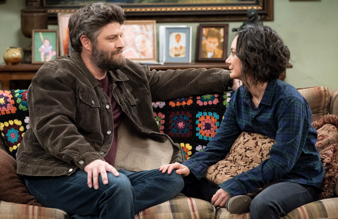 Ben (Jay R. Ferguson) and Darlene (Sara Gilbert) in The Conners (ABC)