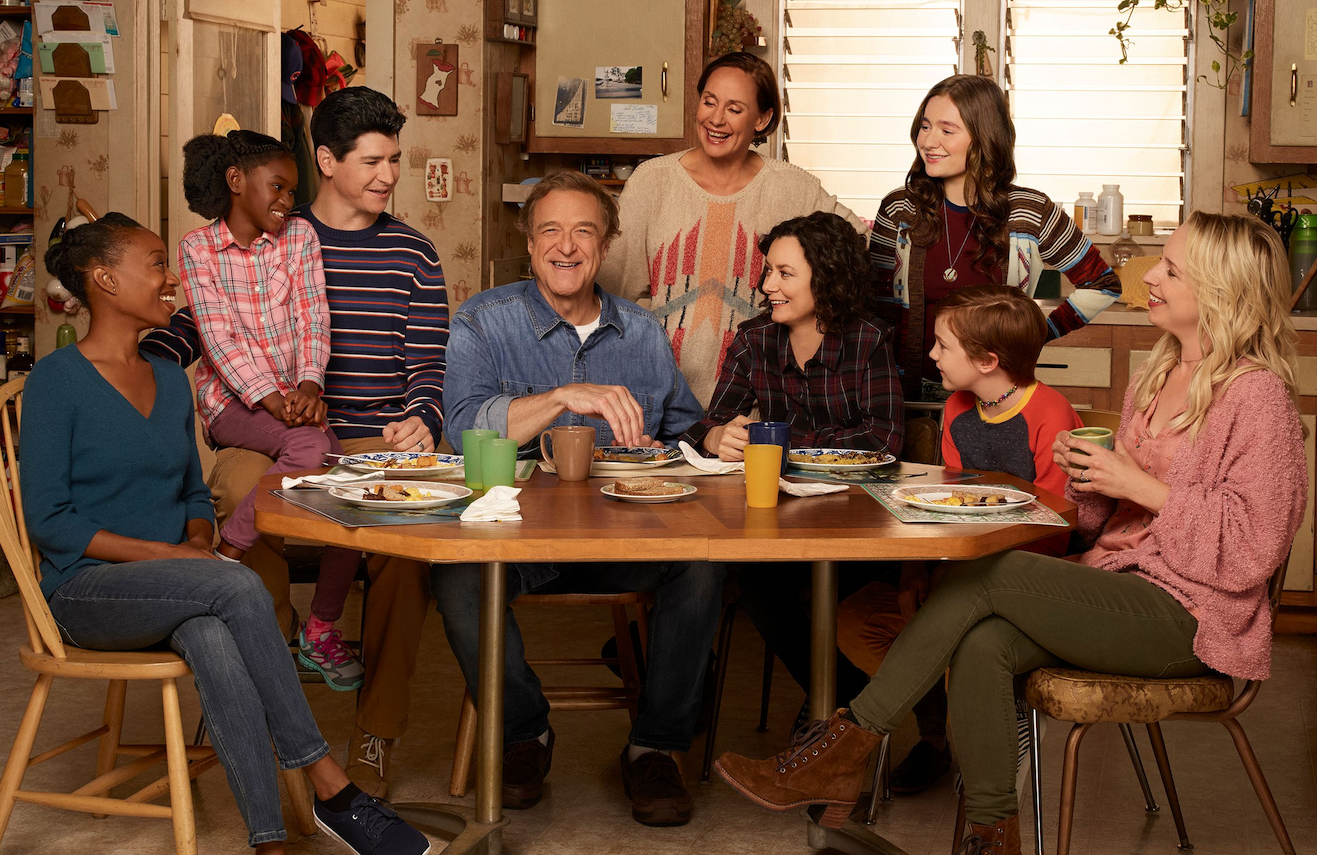 Maya Lynne Robinson, Jayden Rey, Michael Fishman, John Goodman, Laurie Metcalf, Sara Gilbert, Emma Kenney, Ames McNamara, and Lecy Goranson in The Conners (Photo: Robert Trachtenberg/ABC)