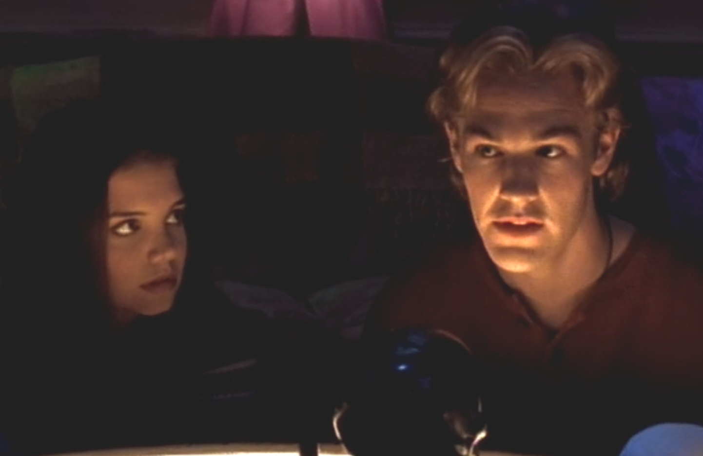 Joey (Katie Holmes) is thoroughly freaked out by Dawson (James Van Der Beek) and his creepy storytelling skillz. (Sony Pictures Television)