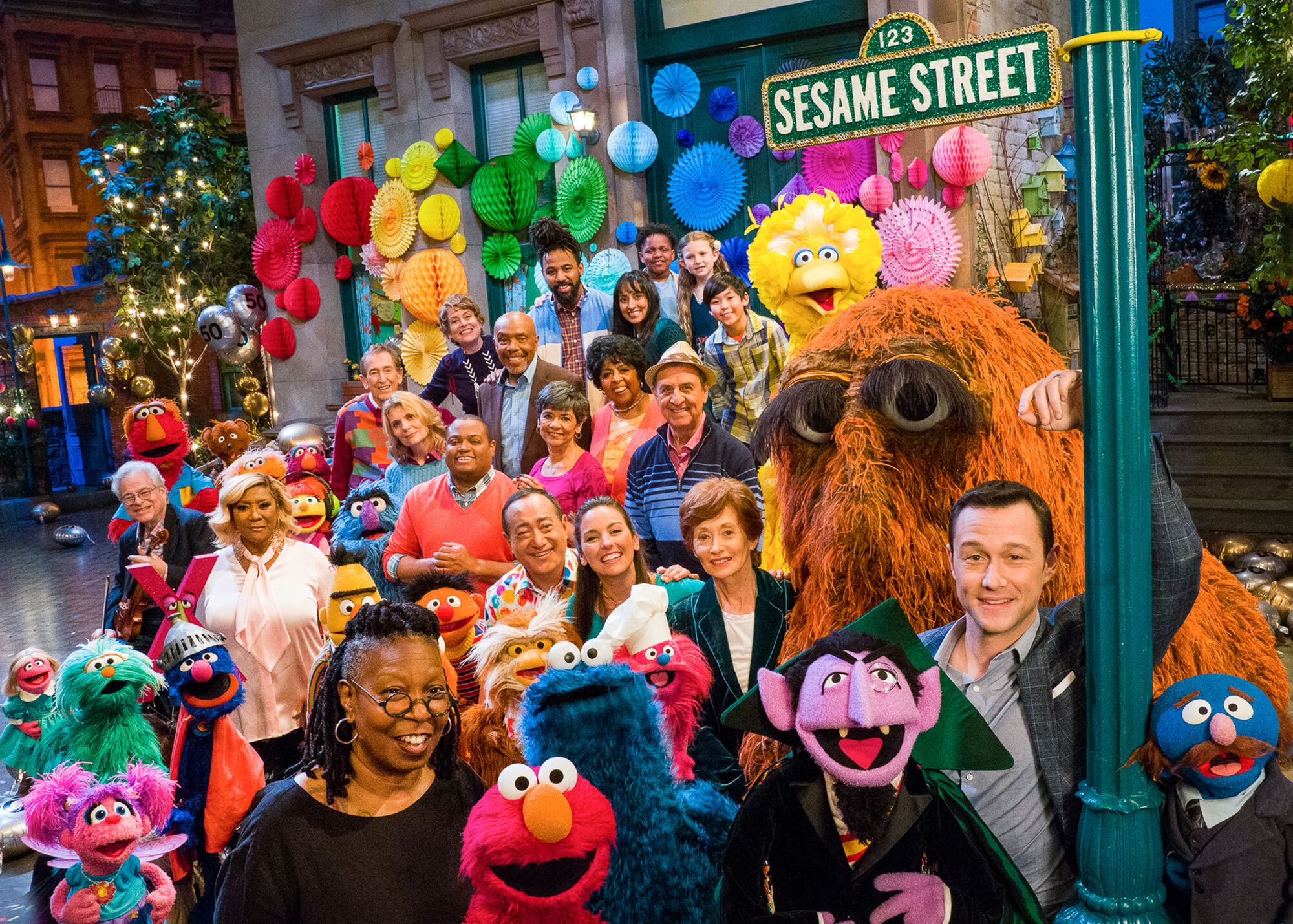 Cast members and celebrity friends old and news reunite for <i>Sesame Street's 50th Anniversary Celebration<i>, airing this weekend on HBO. (Photo: Sesame Workship)