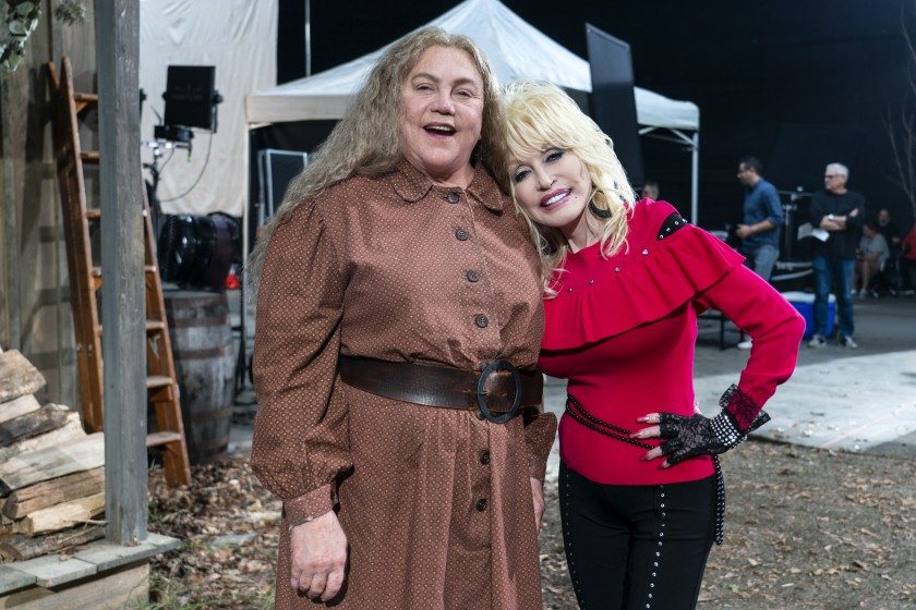 Kathleen Turner and Dolly Parton in Dolly Parton's Heartstrings.(Tina Rowden/Netflix)