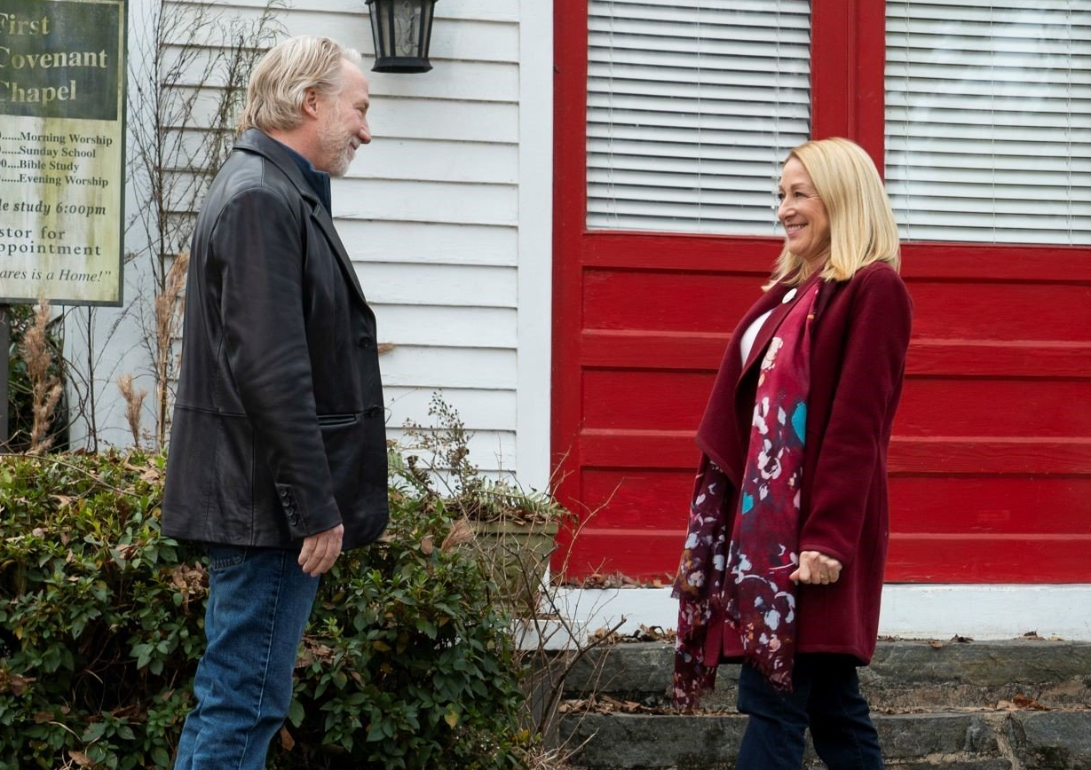 Timothy Busfield and Patricia Wettig in Dolly Parton's Heartstrings (Photo: Netflix)