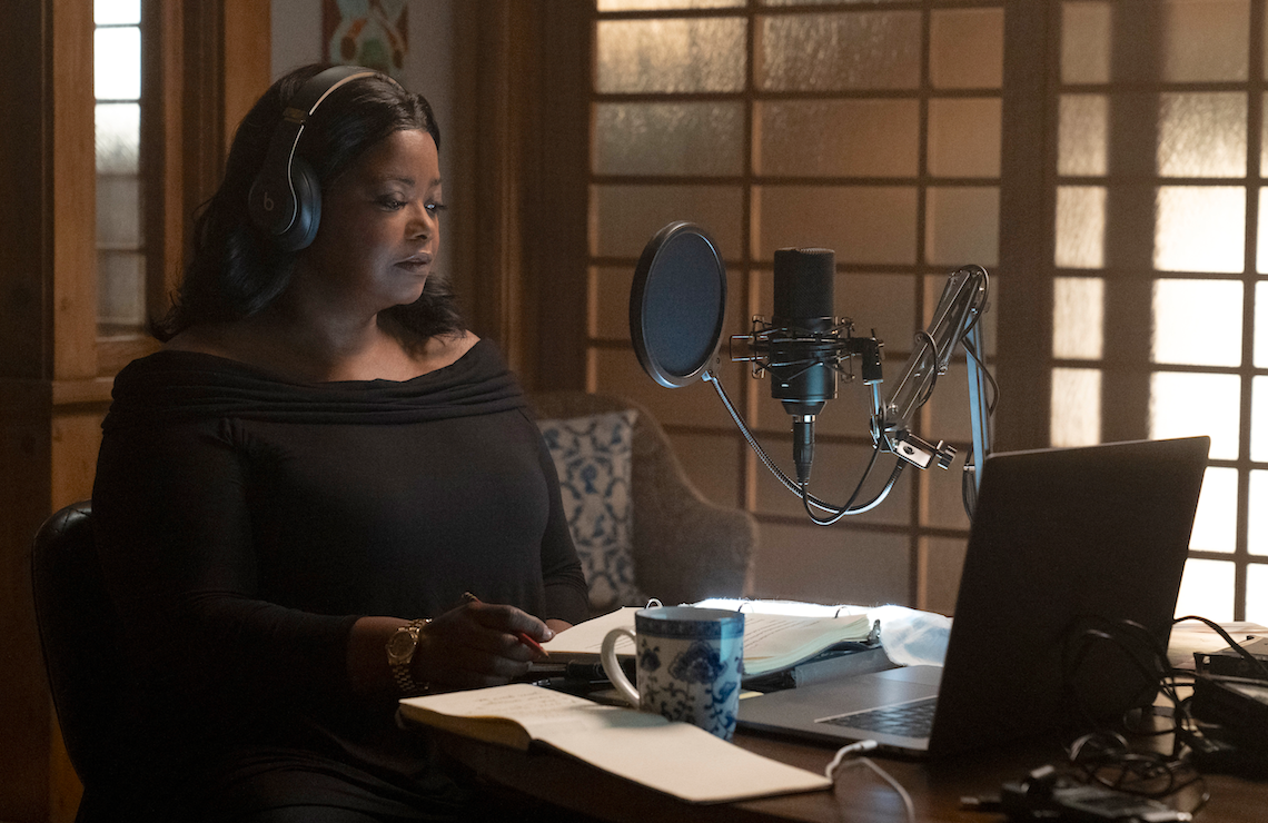 Octavia Spencer on the mic as podcaster Poppy Parnellin Truth Be Told. (Apple TV+)