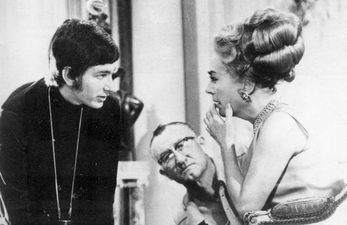 Steven Spielberg directing Joan Crawford in a segment for the 1969 pilot episode of Night Gallery. (Photo: NBC)