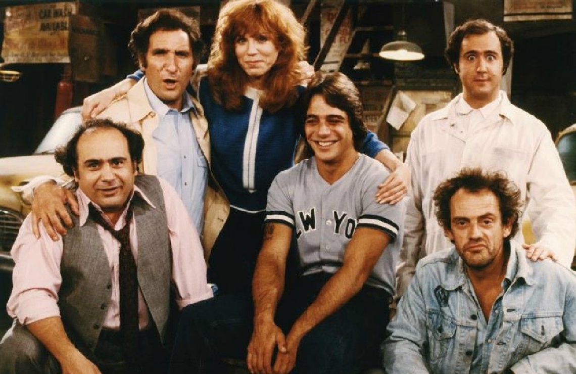 Danny DeVito, Judd Hirsch, Marilu Henner, Tony Danza, Andy Kaufman, and Christopher Lloyd in Taxi. (ABC)