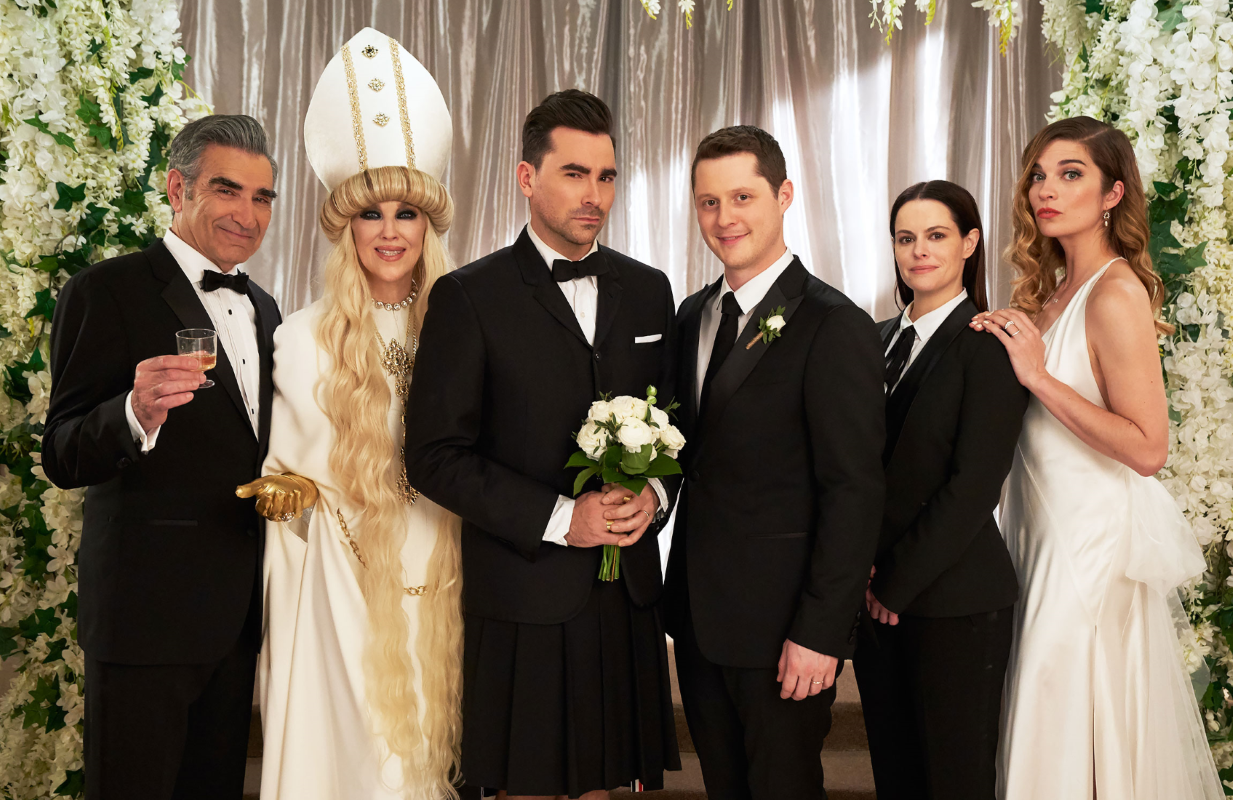Eugene Levy, Catherine O'Hara, Dan Levy, Noah Reid, Emily Hampshire, and Annie Murphy in Schitt's Creek (CBC/Pop TV)