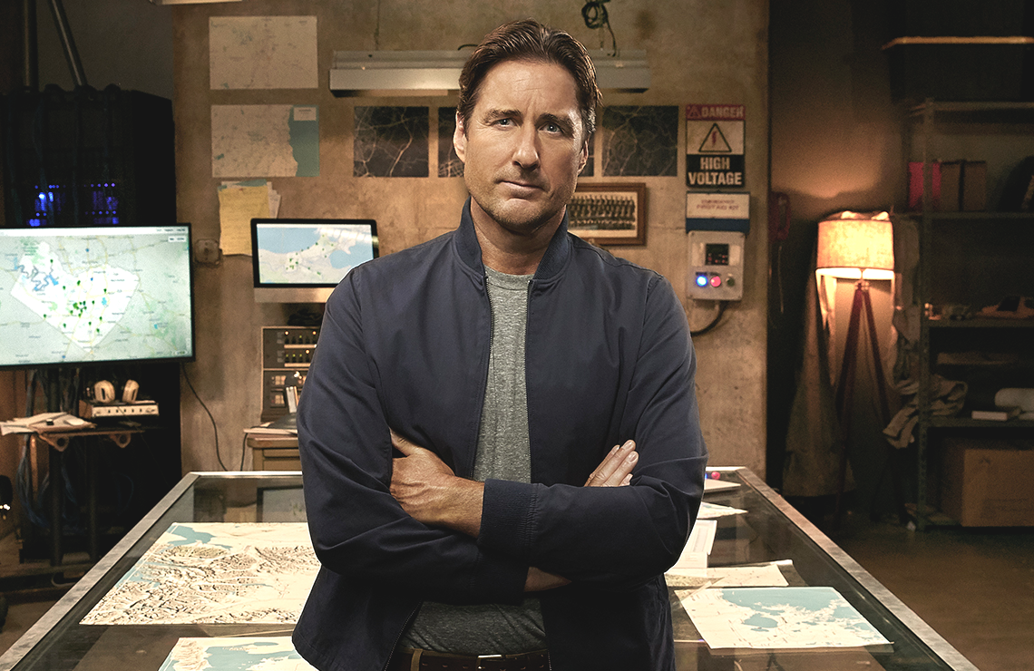 Luke Wilson hosts ABC's Emergency Call. (ABC)