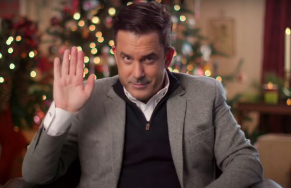 "Benjamin ""Mr. Christmas"" Bradley in Holiday Home Makeover (Netflix)"