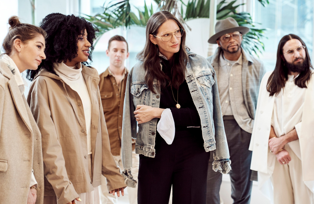 Jenna Lyons (center) is a fashion icon. Stylish with Jenna Lyons won't let you forget it. (HBO Max)