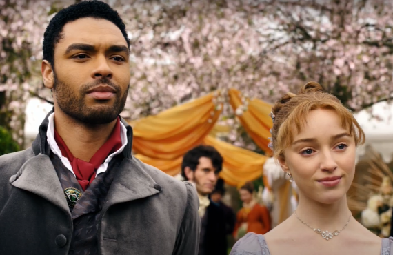 Regé-Jean Page and Phoebe Dynevor in Bridgerton (Netflix)