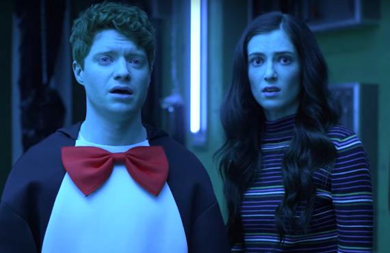 Brendan Scannell and Zoe Levin in Bonding (Netflix)