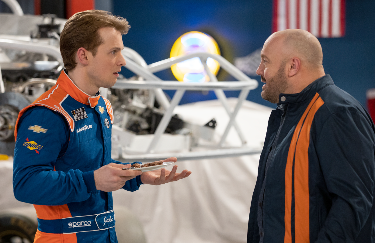 Freddie Stroma and Kevin James in The Crew. (Photo: Eric Liebowitz / Netflix)