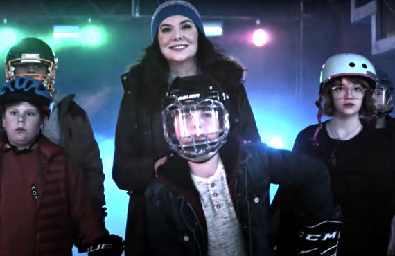 Lauren Graham in The Mighty Ducks: Game Changers (Disney+)