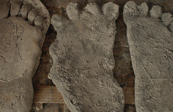 Could these footprints be evidence in a triple homicide? (Photo: Hulu)
