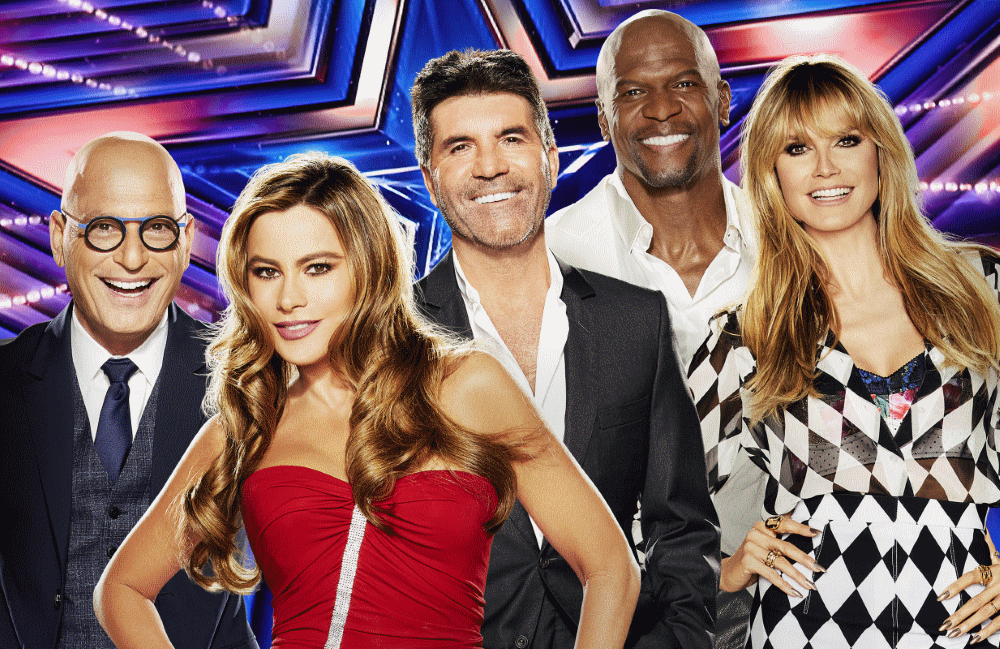 The America's Got Talent Season 16 judges and host, from left: Howie Mandel, Sofia Vergara, Simon Cowell, Terry Crews, and Heidi Klum. (Photo: NBC)