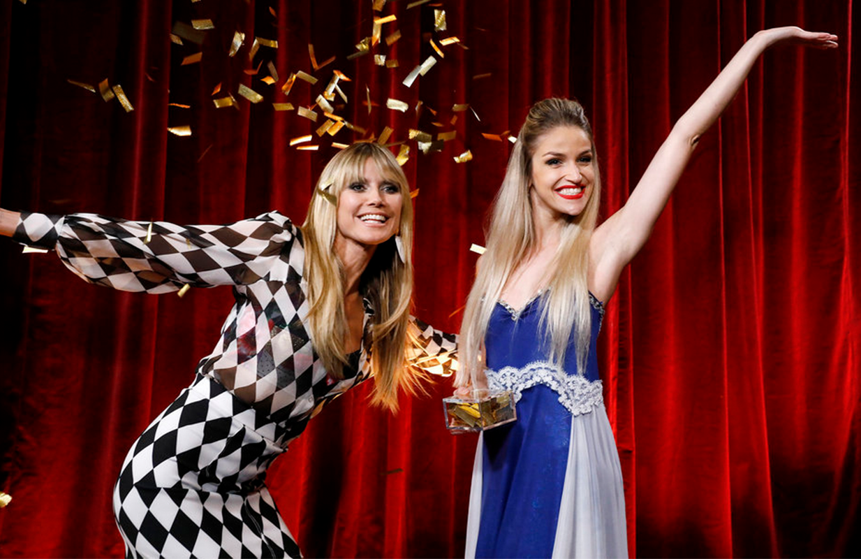 Heidi Klum and Golden Buzzer winner Lea Kyle. (Photo: NBC)