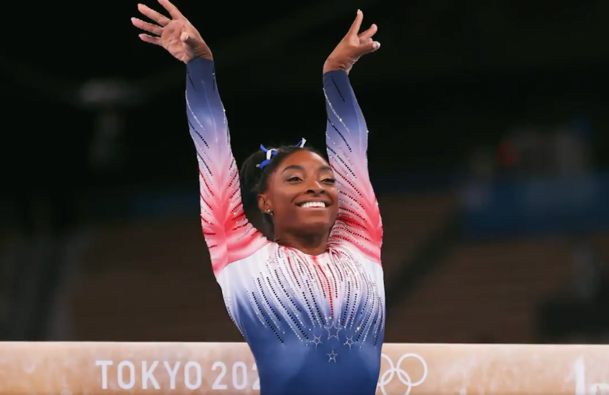 Simone Biles before her beam routine at the 2020 Tokyo Olympics (Photo: NBC/Getty Images)