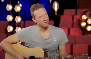 Chris Martin mentors American Idol contestant Arthur Gunn (Photo: ABC)