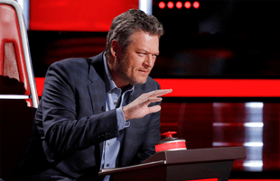 Blake Shelton accidentally bit the hand that feeds him Monday on The Voice (Photo: NBC)