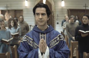 Hamish Linklater stars as Father Paul in Midnight Mass. (Photo: Netflix)
