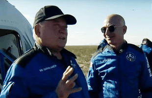 William Shatner and Jeff Bezos after their trip to space (Photo: CNN)
